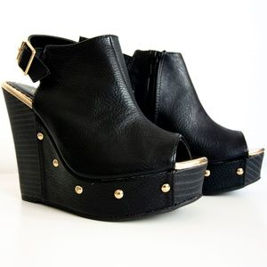 NWOT Sexy Gold-Studded Wedges